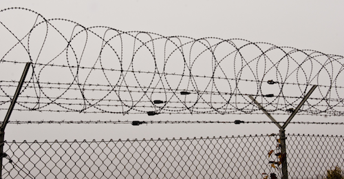 barbed_wire_fence_by_archaeopteryx_stocks1